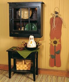 I love the small black table & hutch. Perfect for my new kitchen Fall Wood Crafts, Primitive Wood Crafts, Primitive Fall, Primitive Furniture, Country Primitive, Country Crafts, Country Decor, Small Black Table, Fall Projects