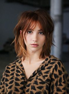12 Winter Haircuts Trending At L.'s Most Popular Salons+ The coolest photo inspiration, straight out of Los Angeles' trendiest salons, to bring to your winter haircut appointment. Medium Shag Hairstyles, Choppy Bob Hairstyles, Hairstyles With Bangs, Shaggy Haircuts, Stylish Hairstyles, Short To Medium Haircuts, Easy Hairstyles, Wedding Hairstyles, Haircut Medium