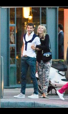 Maria Sharapova & Grigor Dimitrov showing to paparazzi in Madris that they don't have wrist injuries.