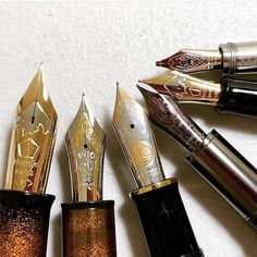 Ooft. This satisfying shot from @heavy__rotation is truly extraordinary. From small to big! What size nib is your favourite? #nibspotter