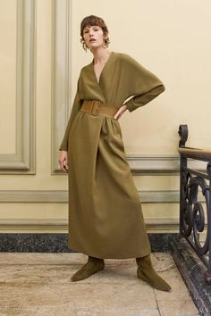 Agnona Pre-Fall 2020 Fashion Show Agnona Pre-Fall 2020 Collection - Vogue Always aspired to learn to knit, but undecided where to begin? That Complete Beg. 2020 Fashion Trends, Fashion 2020, Runway Fashion, Fashion Women, High Fashion, Vogue Knitting, Loom Knitting, Free Knitting, Style Casual