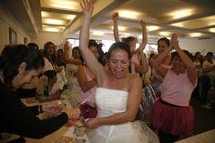 Novias muy contentas por estar en la 3 carrera de novias, evento organizado por @specialty cleaners.mx