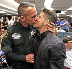 Police Officer Wedding, Gay Romance, Men Kissing, Cute Gay Couples, Lgbt Couples, Hommes Sexy, Men In Uniform, Cop Uniform, Two Men