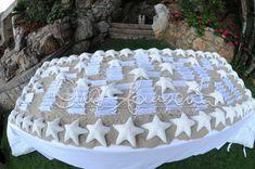 Magia del mare, della sabbia e delle stelle marine per un tableau de mariage che celebra i tesori del mare
