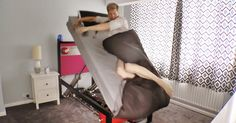 Colin Furze is a crazy inventor who you might remember invented real life retractable Wolverine claws not too long ago. Now he's back with his newest invention, the high voltage ejector bed. The bed Colin Furze, Wolverine Claws, Car Horn, Weird Inventions, Wake Up Call, Getting Out Of Bed, High Voltage, Bed Throws, Bored Panda