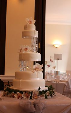 Orchids and Crystals Wedding Cake.... Would be better if the flowers were lillies!