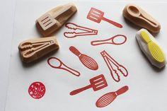 cocina mano había tallado sello de goma. sello de utensilio de