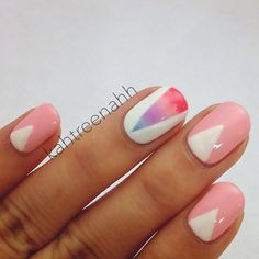 Gradient with pink and triangles.