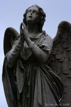 angel statues cemetery | Angel Statue Greenwood Cemetery Brooklyn New York | 2008-04-06 19:37 ...