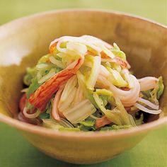 わさびが効いてお酒のおつまみにもぴったり♪ 冷蔵庫で約4日間保存できる和え物「わさびじょうゆあえ」のレシピです。プロの料理家・藤野嘉子さんによる、かに風味かまぼこ、白菜などを使った、1人分28Kcalの料理レシピです。 Cabbage, Dishes, Vegetables, Cooking, Recipes, Food, Japanese, Kitchen, Japanese Language