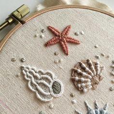 "676 Likes, 23 Comments - 아뜰리에 올라 (@atelier_hola) on Instagram: "". . 여름을 기억하며... . . #프랑스자수 #손자수 #자수타그램 #자수 #대전프랑스자수 #취미 #핸드메이드 #원데이클래스 #취미스타그램 #아뜰리에올라 #올라자수 #바다…"" Embroidery Hoop Art, Modern Embroidery, Embroidery Needles, Silk Ribbon Embroidery, Hand Embroidery Patterns, Cross Stitch Embroidery, Hand Embroidery Flowers, Ribbon Embroidery Tutorial, Estrela Do Mar"