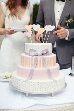 hold on to the most special moments of your wedding day #hochzeit #momente #torte