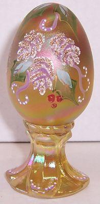 bing pictures of fenton glass Fenton Glassware, Fenton Milk Glass, Vintage Glassware, Antique Bottles, Antique Glass, Vidro Carnival, Glass Shoes, Viking Glass, Faberge Eggs