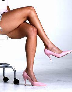 Muitas mulheres sofrem com o surgimento das varizes e vasinhos nas pernas, elas causam dor por causa da falta de circulação no local, além de visualmente
