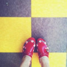 Red clogs with flowers! too adorable.