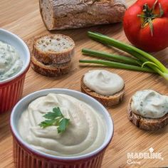 Un aperitiv raw vegan care va va cuceri pe loc: branza de caju. Este atat de cremoasa, aromata si grozava pe paine de casa calda, cu legume proaspete...