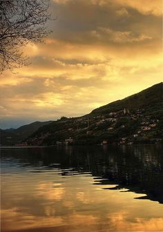 #lifeinahandbag Lake Como I have never been to Italy but this looks and amazing place and I might just bump into George Clooney if I was lucky.