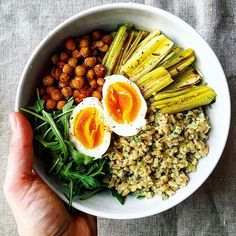 Hulled barley salad w/t arugula and walnuts pesto, paprika roasted chickpeas, roasted leeks and soft boiled egg! #mangiaresano #mangioquindisono #healthy #healthyfood #healthylunch #eatclean #diet #dieta #light #hulledbarley #batley #leeks #chickpeas #arugula #lunch #orzo #uova #ceci #porro #rucola #vegetarian #vegetariano #eatclean #dairyfree #senzalatticini #senzalievito #food #fitfoodie recipe adapted from @happyheartedkitchen