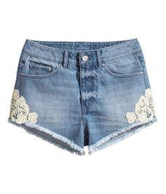 High-waisted 5-pocket shorts with lace detail & raw-edge hems. | H&M Denim