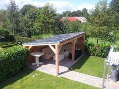 deze veranda is voorzien van zonnepanelen. Energiezuinig, het leverd zelfs energie op . Ook op de achterwand zitten zonnepanelen