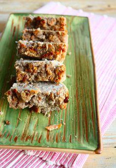 Review Het Paleo Kookboek met een stukje wortelcake