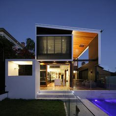 I love houses with lots of glass; but, I like the way this one also has well-placed solid walls to maintain privacy.