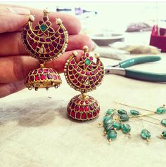 Jaipur is the place to head for some great Indian clothes. Here are some designers, boutiques and stand alone stores we recommend checking out. Amrapali Jewellery, Antic Jewellery, Gold Jewellery Design, Temple Jewellery, Gold Jewelry, Stone Jewelry, Jewelry Box, Indian Wedding Jewelry, Indian Jewelry