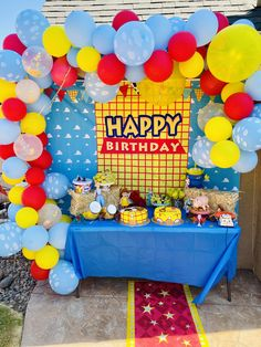 Backdrop cake table Fête Toy Story, Toy Story Baby, Toy Story Theme, Toy Story Cakes, Carnival Birthday Parties, Superhero Birthday Party, Birthday Party Themes, Soccer Party, Pirate Party