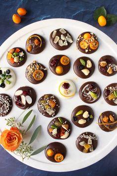 Vegan Desserts, Dessert Recipes, Homemade Chocolate Bars, Homemade Chocolates, Chocolate Coins, Chocolate Shop, Snacks Saludables, Bark Recipe, Xmas Food