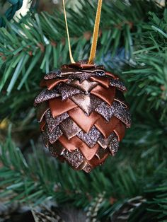 DIY pinecones for the christmas tree!