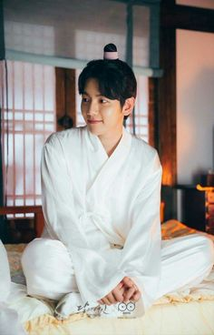 BaekHyun Exo Moon lovers - That bed looks like heaven right now..  I'm sleep-deprived, and all that soft silk, satin.. and the amazing man...  I'd give my right arm for that...