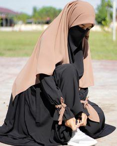 Moslem Fashion, Niqab Fashion, Ulzzang Fashion, Muslim Girls Photos, Hijab Style Tutorial, Mode Abaya, Arab Girls Hijab, Hijab Fashionista, Muslim Women Fashion