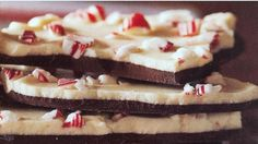 Easy white chocolate peppermint bark recipe - Easy like recipes Chocolate Peppermint Bark, Chocolate Bark, Chocolate Recipes, Pepermint Bark, White Chocolate, Peppermint Candy, Holiday Baking, Christmas Baking, Treats