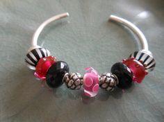 A bangle design from a Trollbeads Gallery Forum member. Get inspired!!   http://trollbeadsgalleryforum.ning.com/