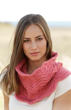 Blushing Blossom - Neck warmer with wave pattern, worked bottom up in DROPS Air. - Free pattern by DROPS Design Drops Design, Knitting Patterns Free, Free Knitting, Crochet Patterns, Knit Cowl, Knit Crochet, Drops Patterns, Color Me Beautiful, How To Purl Knit