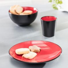 Plytký tanier Finesse Red 28cm     #keramika#tanier#jedalen#kuchyna#cosyandtrendy#ranajky Cosy, Pudding, Desserts, Tailgate Desserts, Deserts, Custard Pudding, Puddings, Postres, Dessert