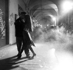 street tango - bologna, italy by federico poli, via Flickr
