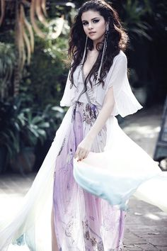 Selena Gomez looks so heavenly here <3