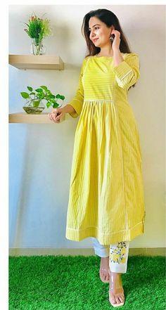 Indian Fashion Dresses, Dress Indian Style, Indian Designer Outfits, Designer Dresses, Fashion Outfits, Simple Kurti Designs, Kurta Designs Women, Beautiful Pakistani Dresses, Pakistani Dress Design