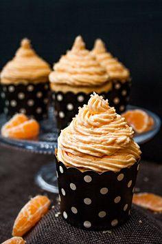 Fantakuchen-Cupcakes mit Orangenfrosting Fantakuchen-Cupcakes with Orangenfrosting Donut Recipes, Healthy Dessert Recipes, Baking Recipes, Mini Desserts, Cake Recipe For Decorating, Valentines Baking, Pumpkin Cake Recipes, Bon Dessert, Fall Baking