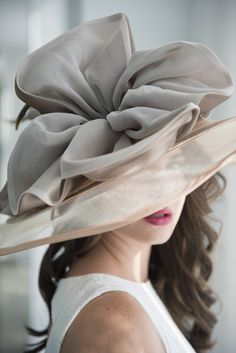 TSG Equestrian: Tailgating: A Stylish Affair I want this derby hat