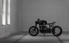 Austrian motorcycle customizers Vagabund Moto present their impressive new BMW R100R. Overall fusing the concepts of a cafe racer and a scrambler, the outcome is a beautiful motorcycle that is both great to look at and great to ride. Looking like a vintage bike, Vagabund managed to create a healthy mix of old and new, …