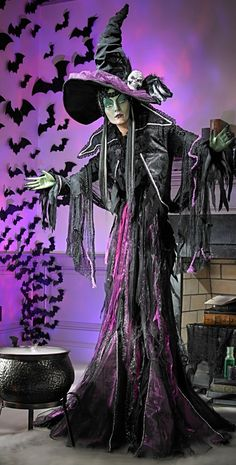 No matter how many incredibly convincing sorceresses appear at your next Halloween spooktacular, all eyes fall on our life-size Minerva Discordia Witch Display.
