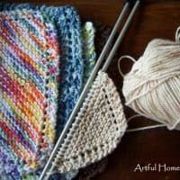 Grandmother's Favorite Dishcloth Free Knitting Pattern is the perfect pattern for beginners! They're so easy and fun to make, and they make great gifts! Knitted Dishcloth Patterns Free, Beginner Knitting Patterns, Knitted Washcloths, Crochet Dishcloths, Knit Patterns, Free Knitting, Clothing Patterns, How To Purl Knit, Fun
