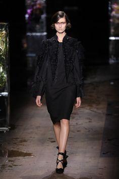 Dries Van Noten apresenta coleção mais sóbria e sombria - Vogue | Desfiles