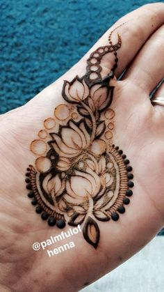 FOLLOW* AYESHATABASSUN02 * Floral Henna Designs, Mehndi Designs 2018, Stylish Mehndi Designs, Mehndi Designs For Girls, Bridal Henna Designs, Dulhan Mehndi Designs, Mehndi Design Pictures, Mehndi Designs For Fingers, Beautiful Mehndi Design