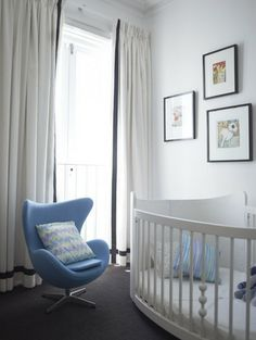 like the drapery and clean look of room