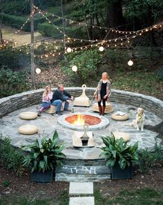 A cottage was renovated by designer Lee Kleinhelter and her husband, Kevin Kleinhelter the founder of Construction, located in Atlanta, Georgia. Outdoor Rooms, Outdoor Gardens, Outdoor Living, Backyard Paradise, Backyard Retreat, Backyard Ideas, Garden Ideas, Alter Herd, Cottage Renovation