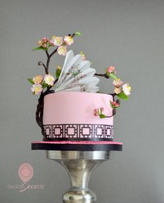 cake with blossom and fan - Cake by Taart en Deco