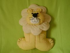 Lion Pillow with tutorial - free pattern